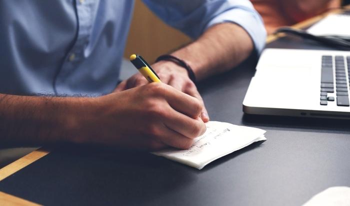 Comment écrire un discours et structurer son texte : la méthode ACOR (acquérir, confirmer, obtenir, résumer)